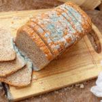 Почему опасен хлеб с плесенью